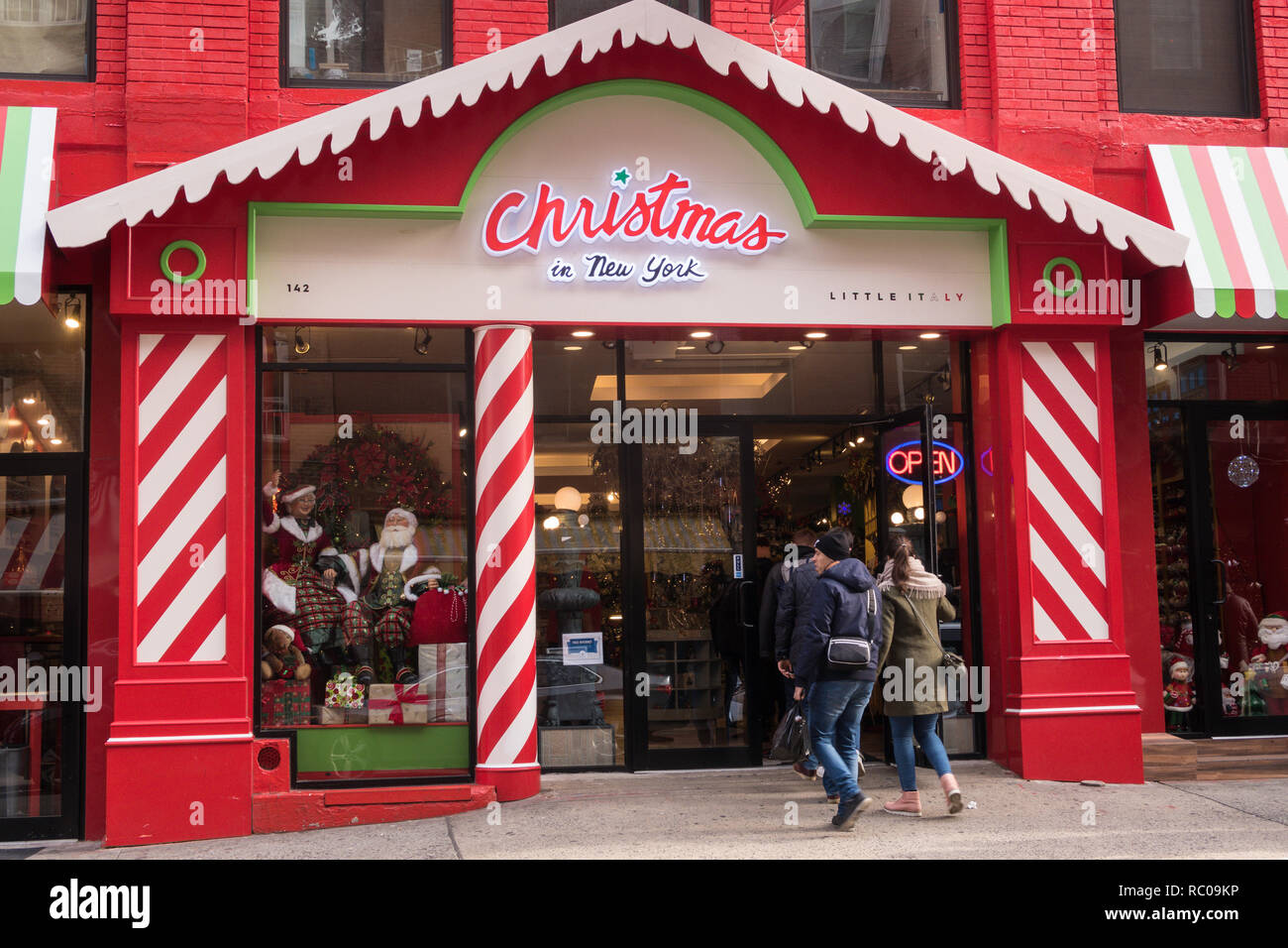 Little Christmas Italy.Christmas In New York Shop In Little Italy Nyc Usa Stock