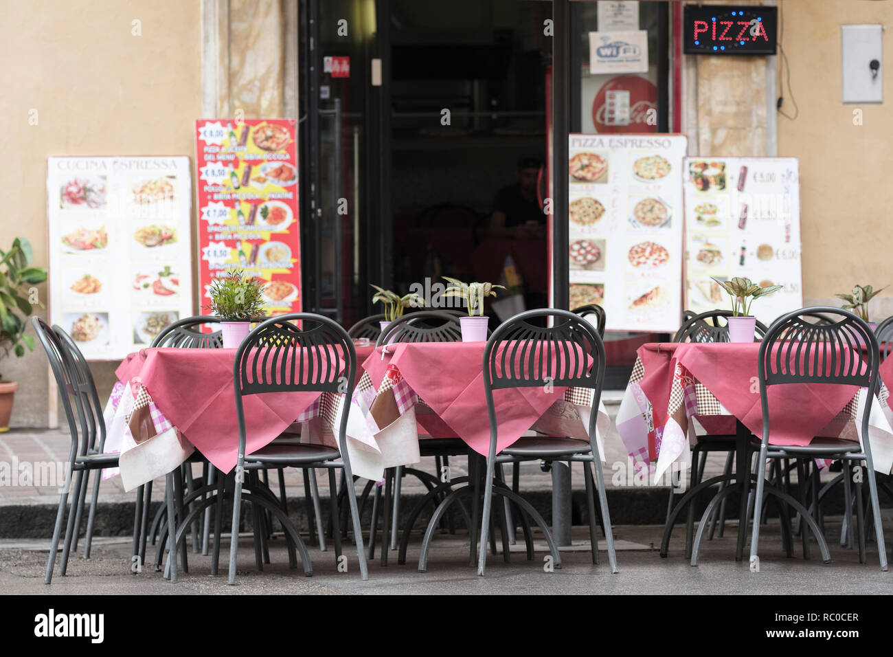 Pizza restaurant without any customers, Pisa, Tuscany, Italy, Europe. - Stock Image