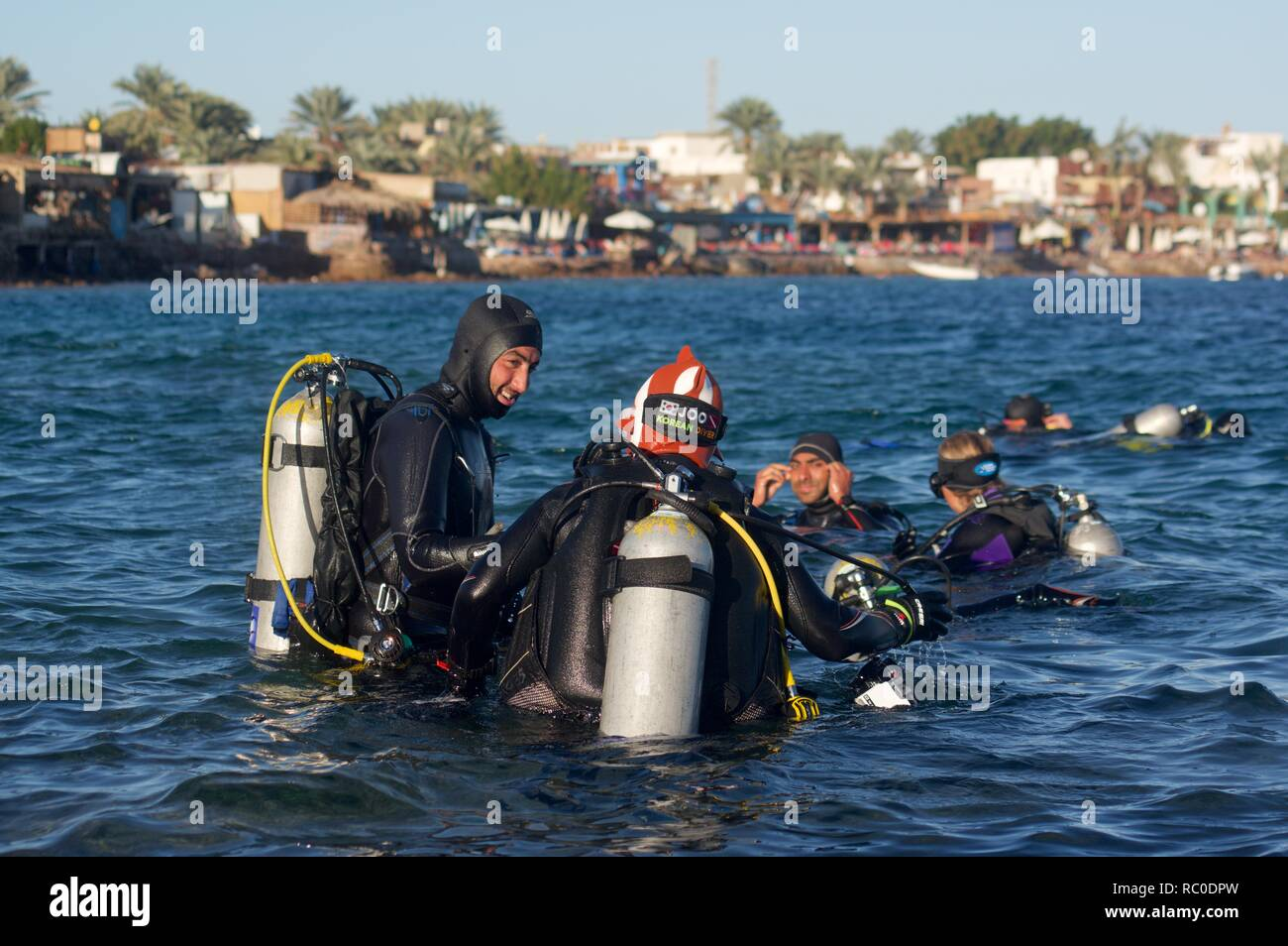 Diiving lessons in Dahab, Egypt - Stock Image
