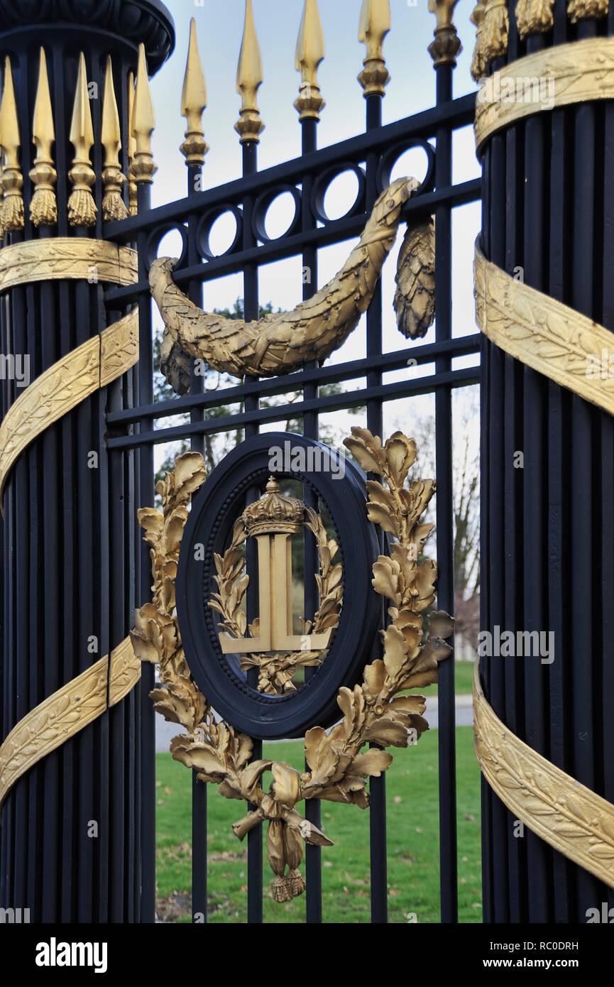 Schloss Laken, Schloss des belgischen Königshauses, Zaun,  Brüssel, Belgien, Europa | Royal Castle of Laeken,  fence, Brussels, Europe, Belgian Royal  - Stock Image