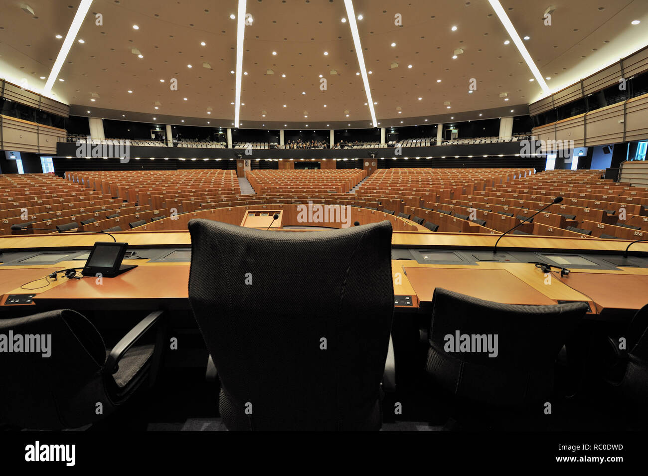 EU-Parlamentsgebäude, Plenarsall des Brüsseler Sitzes des Europäischen Parlaments,  Brüssel, Belgien, Europa   Parliament building of the European Par - Stock Image