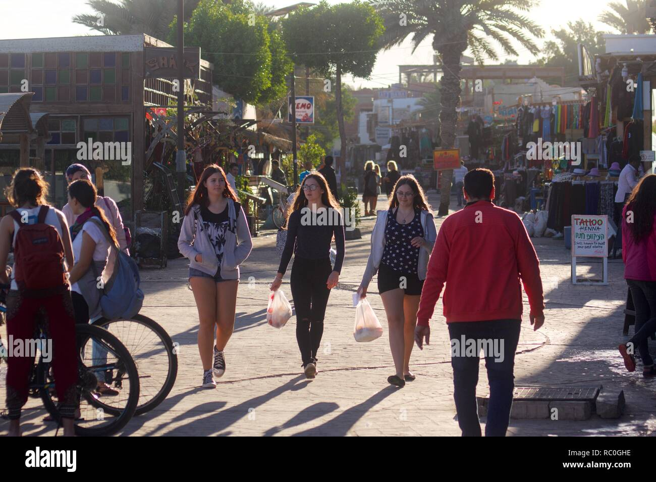 Holidaymakers strolling on the main drag, Dahab, Egypt - Stock Image