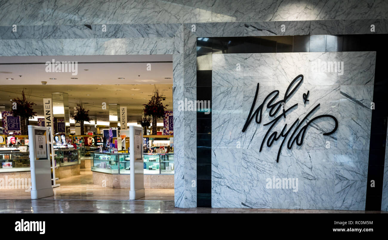 Rockaway, NJ - January 11, 2019:  Lord & Taylor retail store at the Rockaway Mall advertising discounts after the holidays - Stock Image