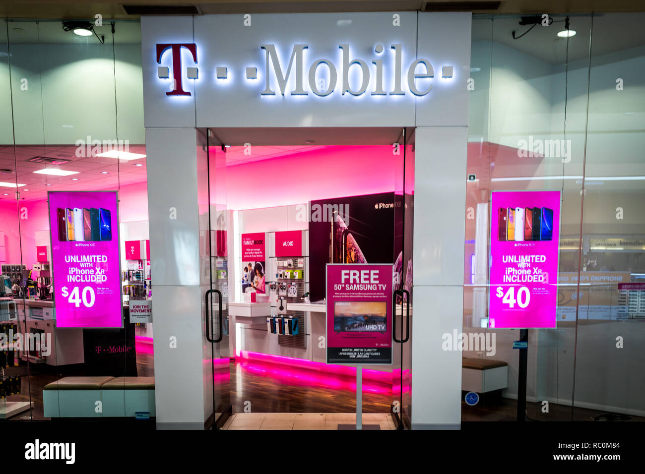 Rockaway Nj January 11 2019 T Mobile Retail Store At The