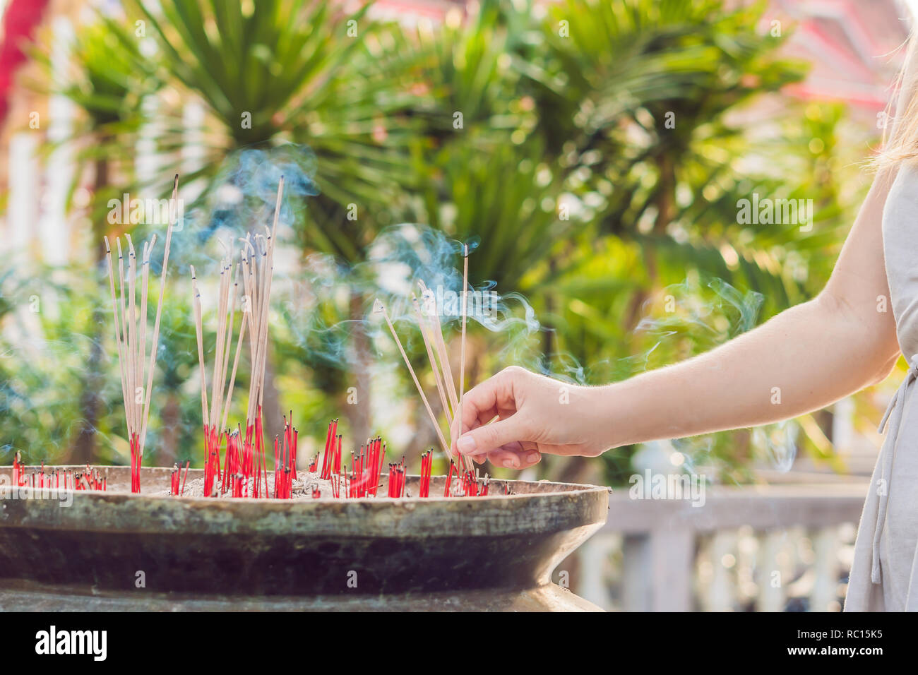 Smell the smoke of Incense, The smoke of joss stick in