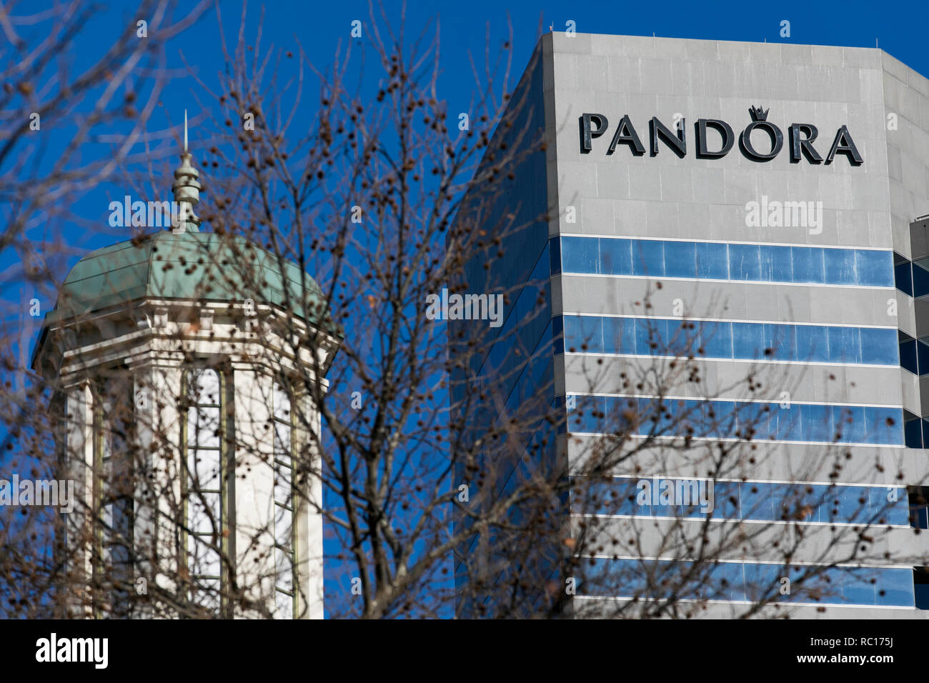 Pandora Jewelry High Resolution Stock Photography And Images Alamy
