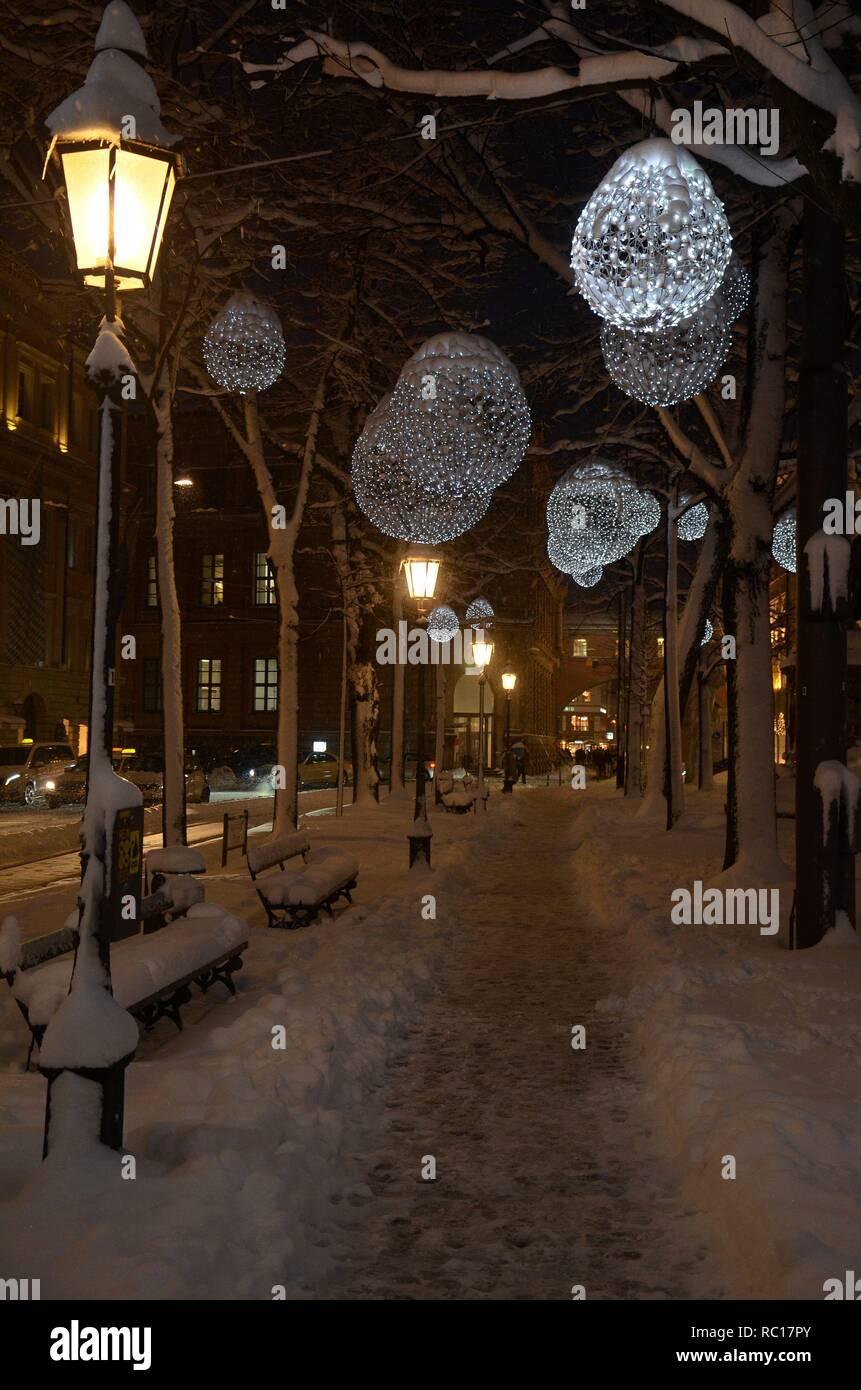 Winterszene am Promenadeplatz in München (Bayern, Deutschland) mit Winterbeleuchtung - Stock Image
