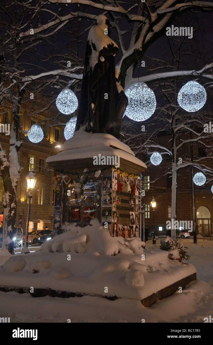 Winterszene am Promenadeplatz in München (Bayern, Deutschland) mit Winterbeleuchtung und dem umgewidmeten Micahel-Jackson-Denkmal - Stock Image