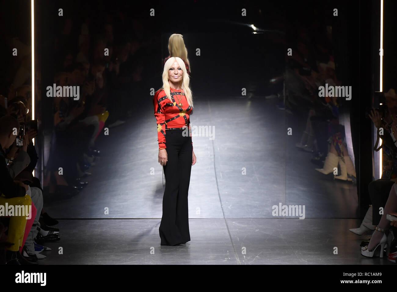 1e594adf60 Donatella Versace Fashion Show Stock Photos   Donatella Versace ...
