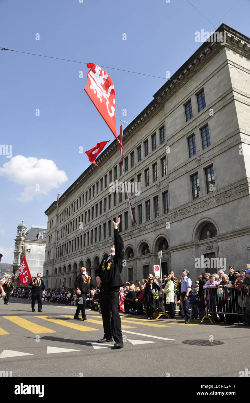 Zürich-City: Swiss flag performance at 'Sechseläuten' Parade in front of the Swiss National Bank at Bahnhofstrasse - Stock Image