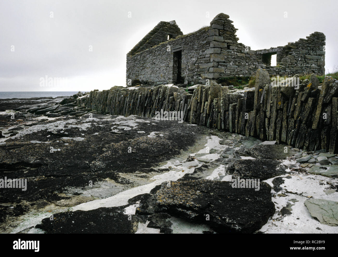 Hookin Water Mill, South Wick, Papa Westray, Orkney. Ruined 19th century undershot mill used for milling oats. Built adjacent to beach. - Stock Image