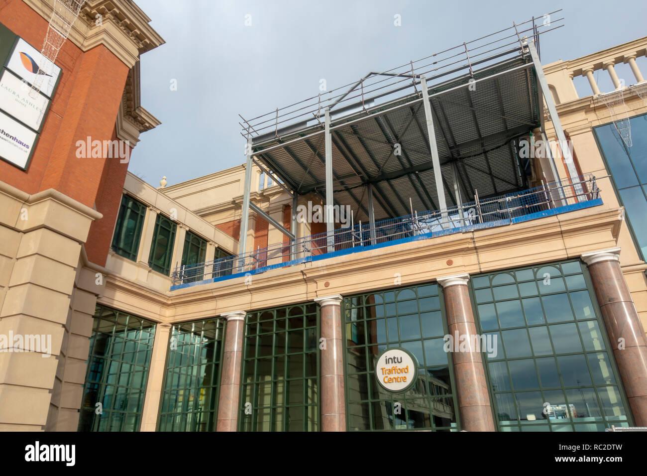 Roof Construction at Barton Square, intu Trafford Centre. - Stock Image