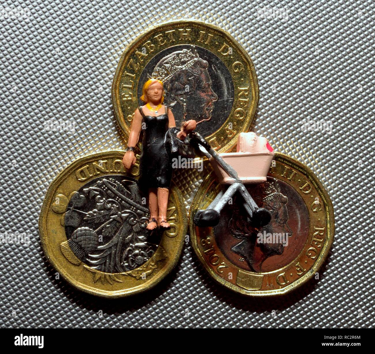 Single parent money cash universal credit - Stock Image