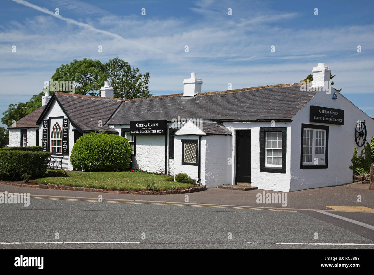 Famous Blacksmiths Shop (since 1754) at Gretna Green, Scotland, just over the border from England, where couples eloped to get married over the anvil - Stock Image