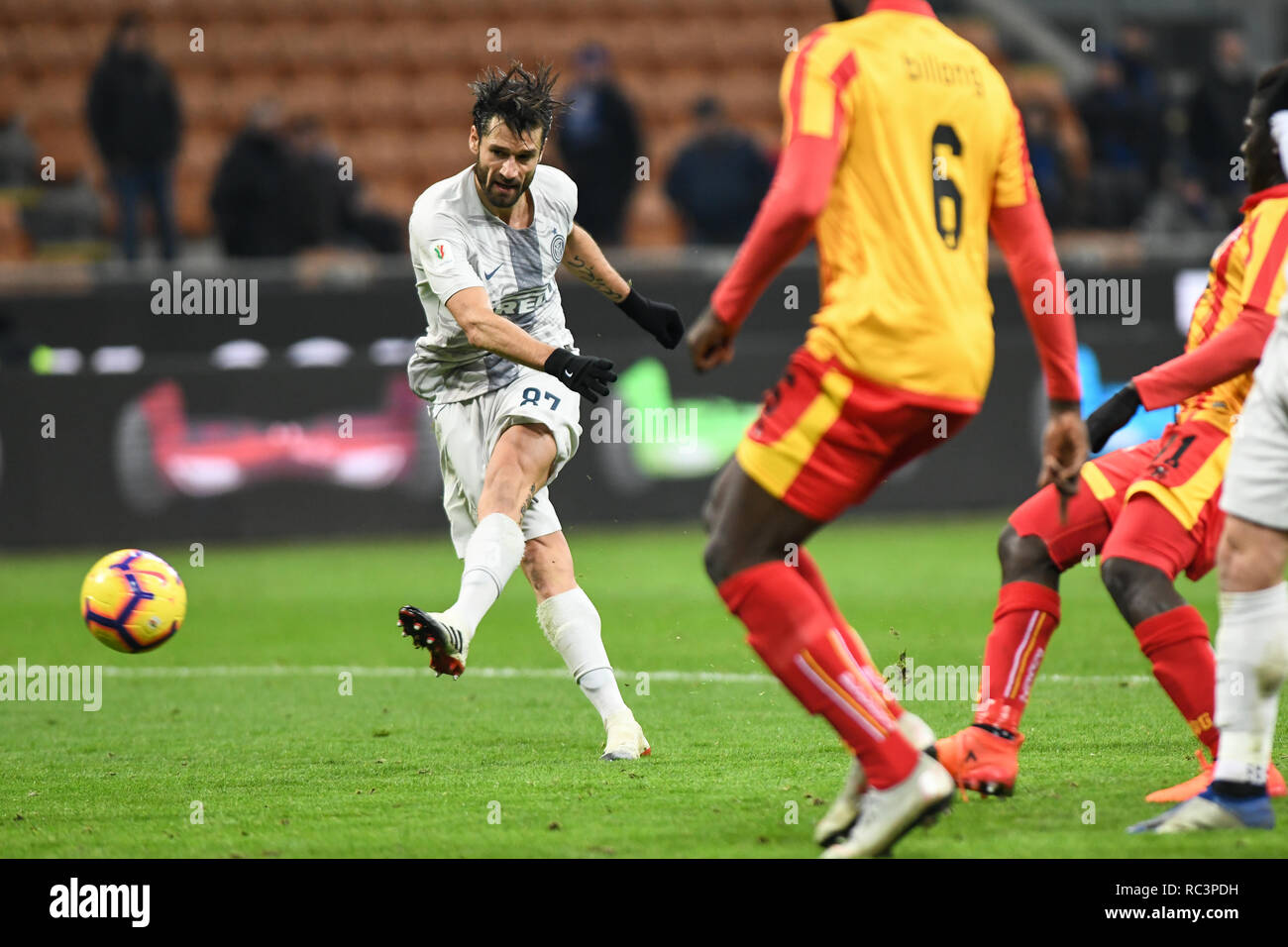 Milan, Italy. 13th Jan 2019. Midfielder Antonio Candreva (Inter) tries to score during the Italian Cup 'Coppa Italia' football match, Inter Milan vs Benevento Calcio at San Siro Meazza Stadium in Milan, Italy on 13 January 2019. The football match is played behind closed doors after Napoli's Senegalese player Kalidou Koulibaly was subject to racist chants by FC Internazionale's 'ultra' fans during the Boxing Day match. Credit: Piero Cruciatti/Alamy Live News - Stock Image