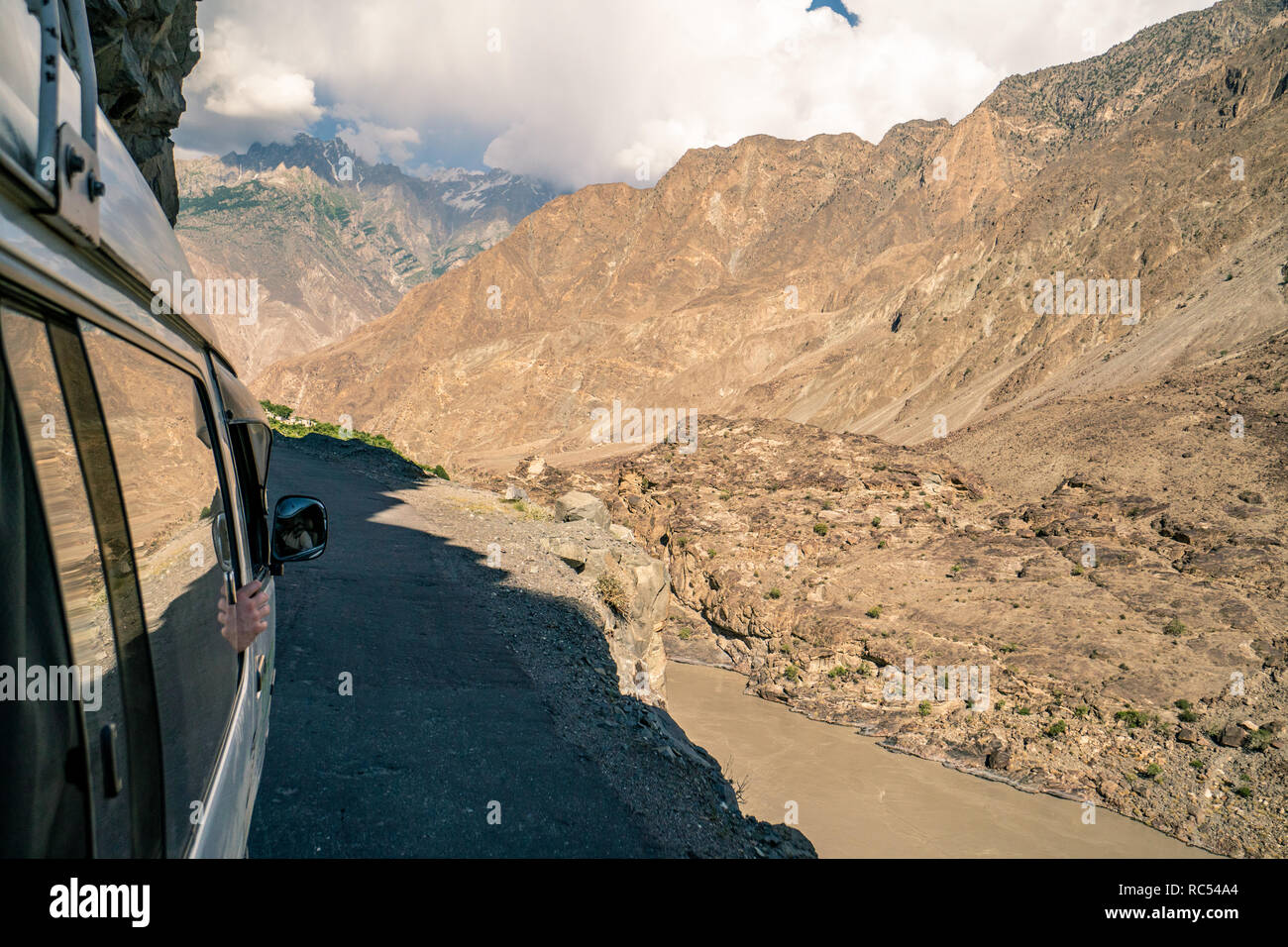 Driving on dangerous mountain roads in Pakistan on the edge of cliffs - Stock Image