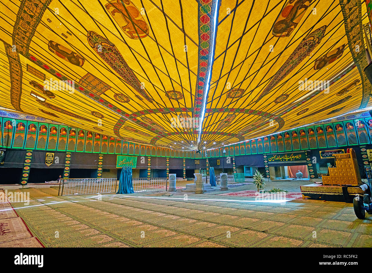 YAZD, IRAN - OCTOBER 18, 2017: The large tent, decorated with Persian patterns and Lion and Sun emblem, in Imam Zadeh Jafar Shrine, it serves as the p - Stock Image