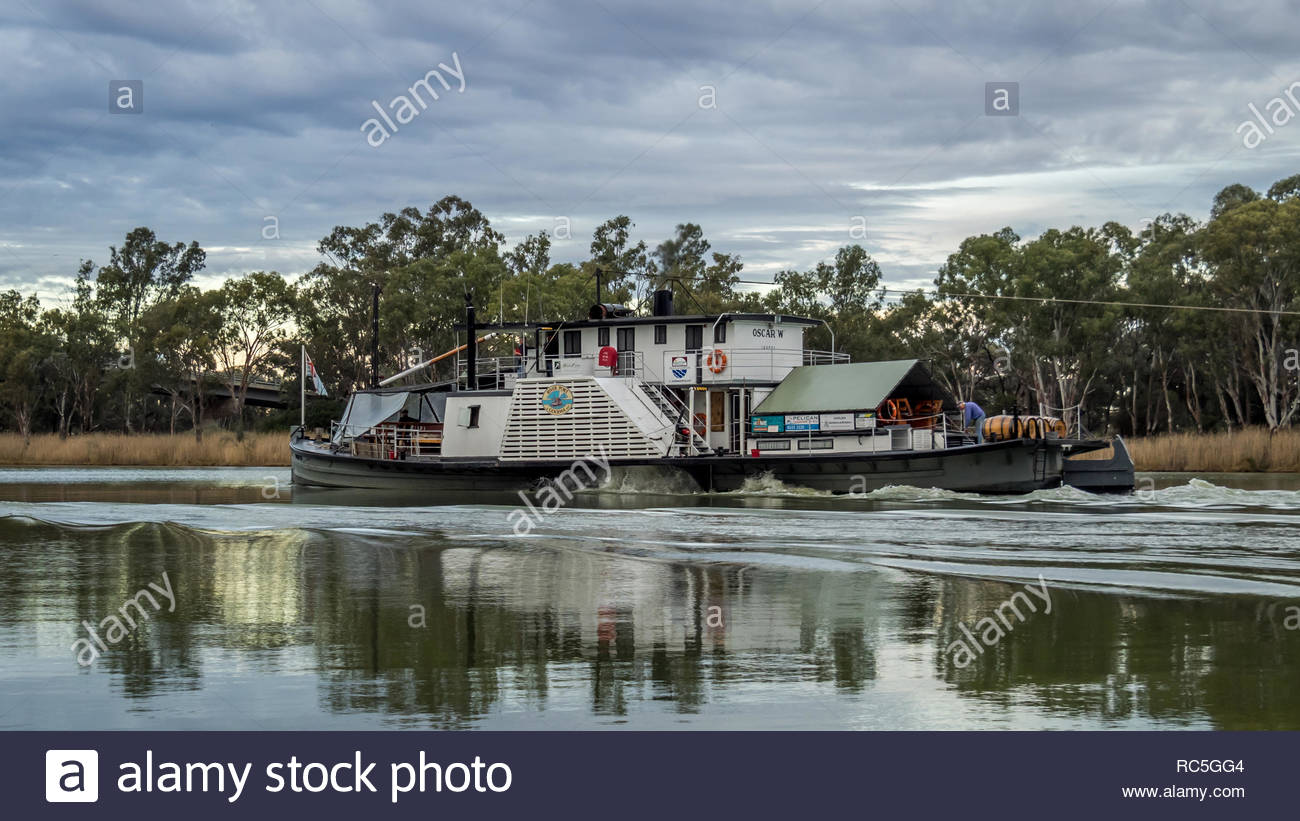 BERRI, SOUTH AUSTRALIA, August 14th, 2017: Paddlesteamer PS Oscar 'W' towing Murray River Queen on their epic journey from Waikerie to Renmark - Stock Image
