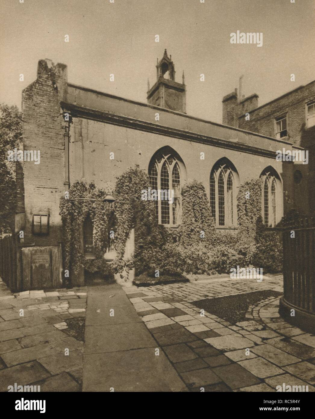 'Hall of the Society of Clifford's Inn, Behind St. Dunstan's-In-the-West', c1935. Creator: Joel. - Stock Image