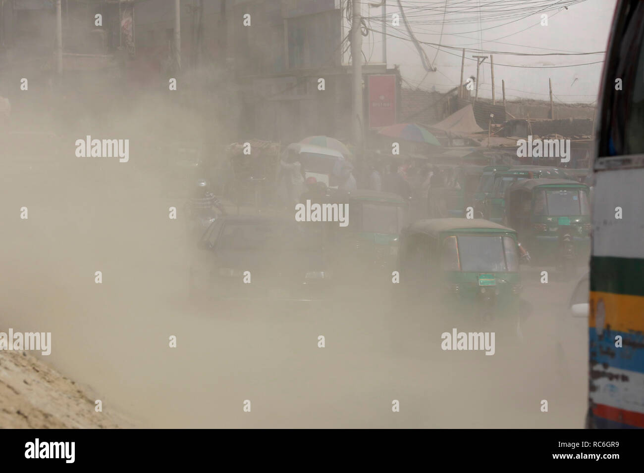 Dhaka, Bangladesh - January 14, 2019: The dusty blanket of the ongoing development work for Dhaka-Mawa Highway. People at Postogola in Dhaka have long been putting up with the deadly pollution. Credit: SK Hasan Ali/Alamy Live News - Stock Image