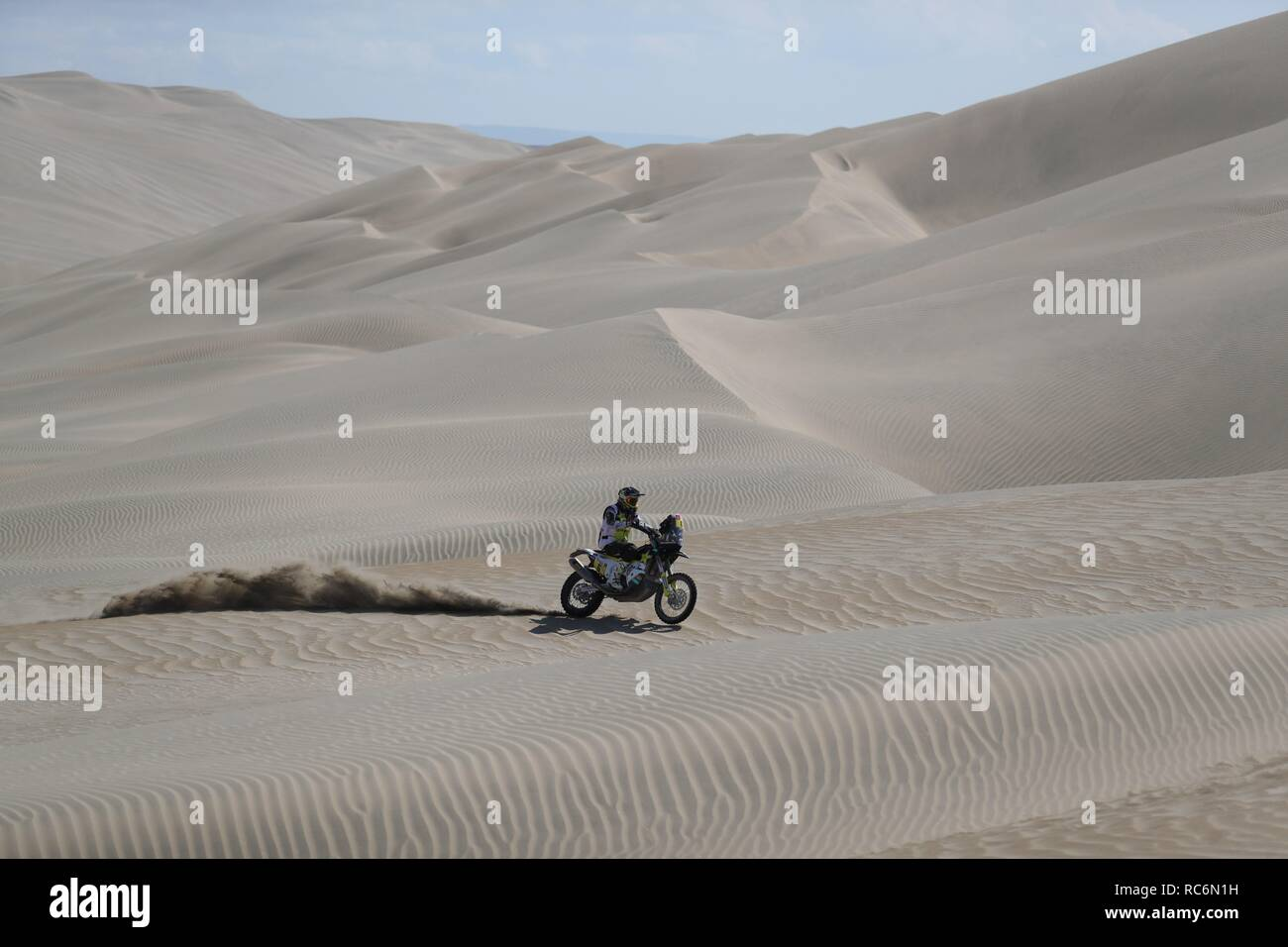 San Juan De Marcona, Peru. 14th Jan, 2019. Chilean Pablo Quintanilla rides his Husqvarna during the seventh stage of the Rally Dakar 2019, with starting and finish line in San Juan de Marcona, Peru, 14 January 2019. Credit: Ernesto Arias/EFE/Alamy Live News - Stock Image