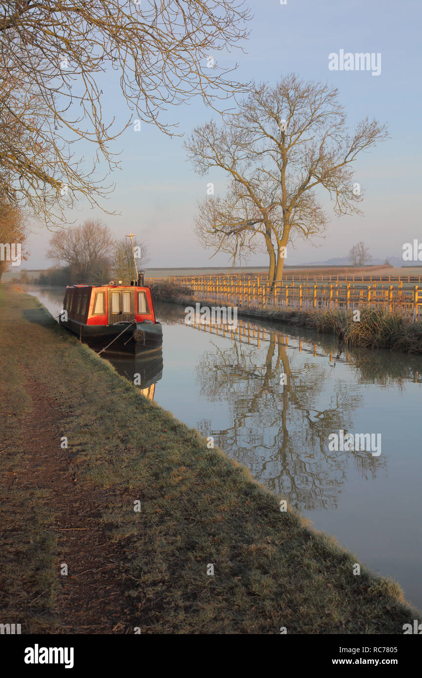 canal boat in winter on the oxford canal at marston dole in oxfordshire england - Stock Image