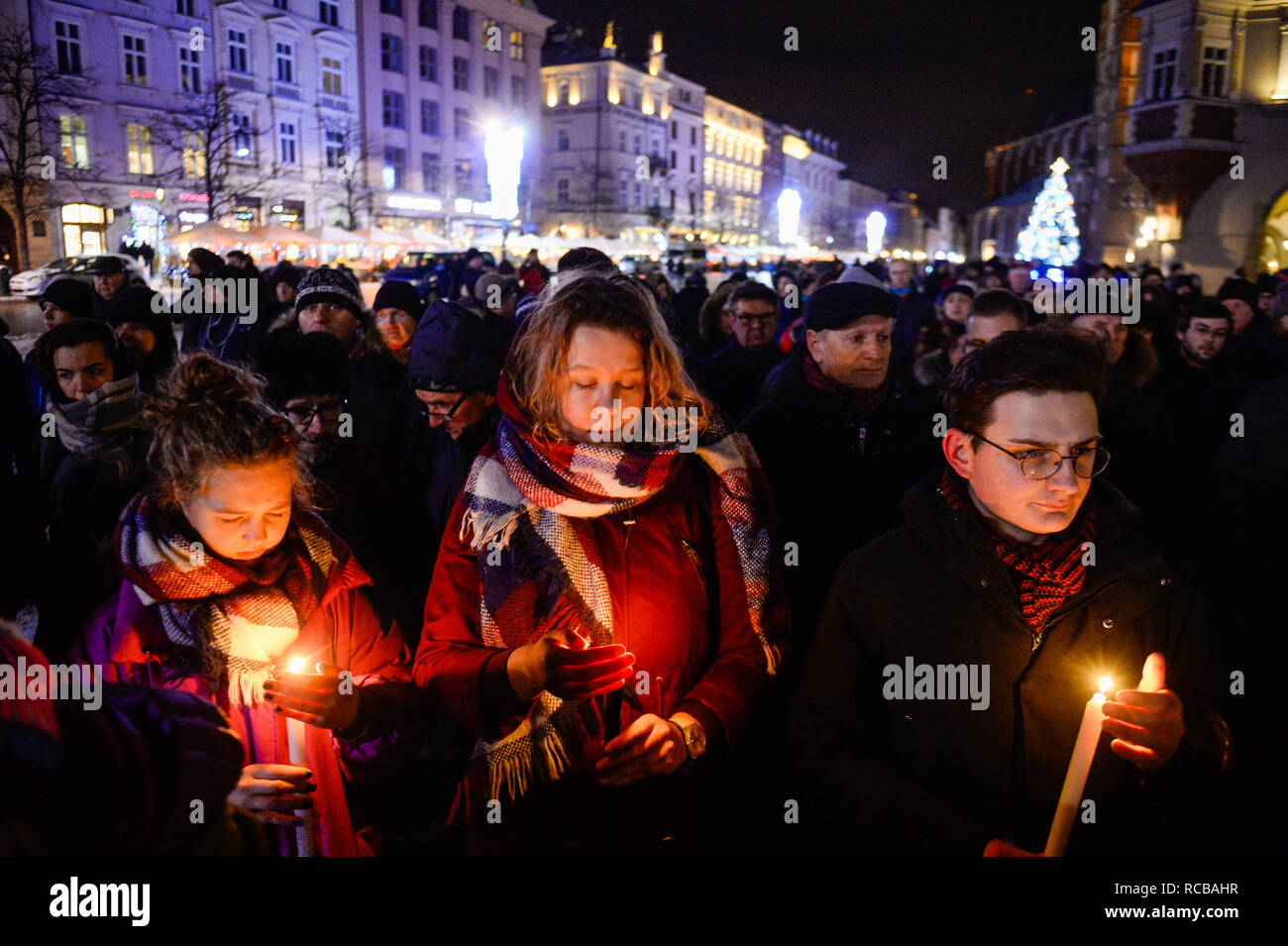 Krakow, Poland. 14th Jan, 2019. People are seen taking part during the gathering to mourn the Mayor of Gdansk, Pawel Adamowicz and to oppose hate and violence at the Main Square.Pawel Adamowicz, the mayor of the Polish city of Gdansk died after being stabbed several times on stage during the Great Orchestra of Christmas Charity, Poland's most important charity on Sunday evening. The alleged assailant, a man from Gdansk with a record of violent crime, was released from prison last month. Credit: ZUMA Press, Inc./Alamy Live News - Stock Image