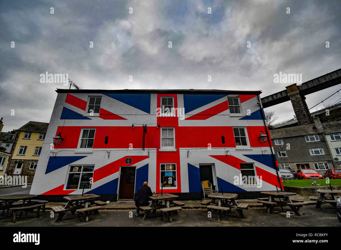 Saltash, Cornwall, UK. 15th Jan 2019. UK Weather. Clouds loomed overhead the Union Inn on the banks of the Tamar in Cornwall this afternoon, ahead of this evenings Brexit vote. Credit: Simon Maycock/Alamy Live News Stock Photo