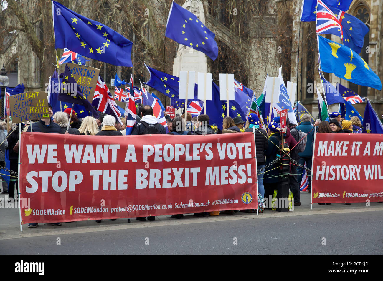 London,UK,15th January 2019,Protestors gather on College Green outside the Houses of Parliament on Brexit vote D-day. The vote takes place this evening despite a series of last-minute appeals to rebel Tory MPs to back her EU withdrawal agreement. A defeat is likely to be followed by Jeremy Corbyn calling a vote of no confidence in the government. Credit: Keith Larby/Alamy Live News - Stock Image