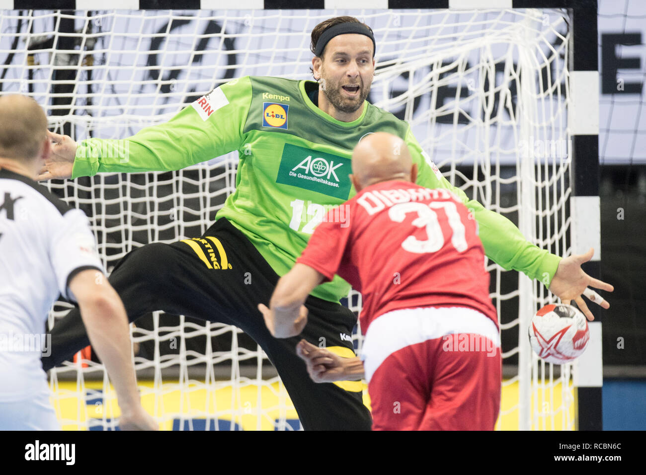 Goalkeeper Silvio HEINEVETTER (left, GER) in a seven-meter duel versus Timur DIBIROV (RUS), seven-yard, penalty throw, half figure, half figure, action, preliminary round Group A, Russia (RUS) - Germany (GER) 22:22, on 14.01.2019 in Berlin / Germany. Handball World Cup 2019, from 10.01. - 27.01.2019 in Germany and Denmark. | Usage worldwide Stock Photo