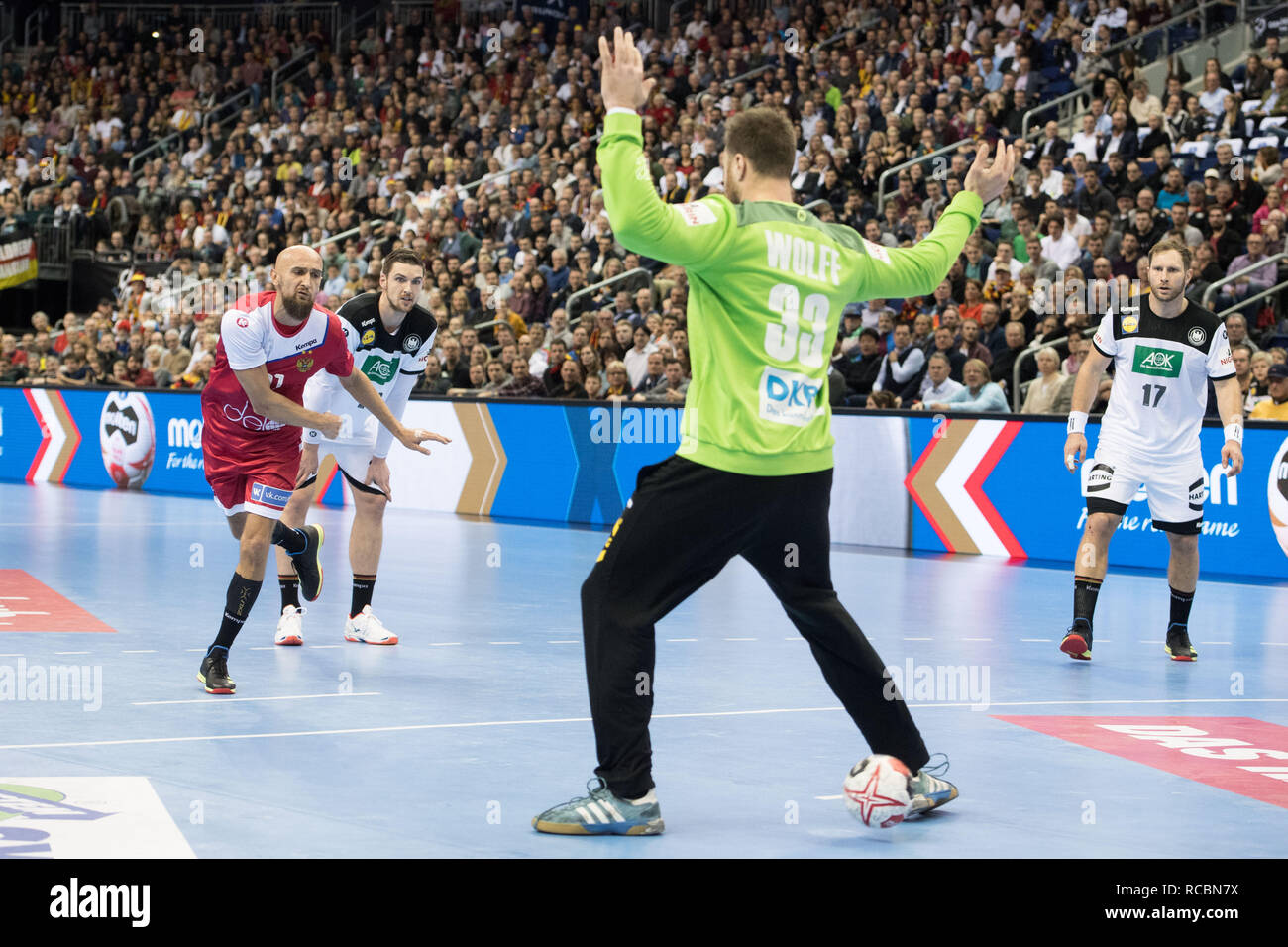 Timur DIBIROV (left, RUS) throws the ball during a seven-meter goalie Andreas WOLFF (GER) through the legs, action, tunneled, penalty throw, action, preliminary round Group A, Russia (RUS) - Germany (GER) 22:22, on 14/01/2019 in Berlin / Germany. Handball World Cup 2019, from 10.01. - 27.01.2019 in Germany and Denmark. | Usage worldwide Stock Photo