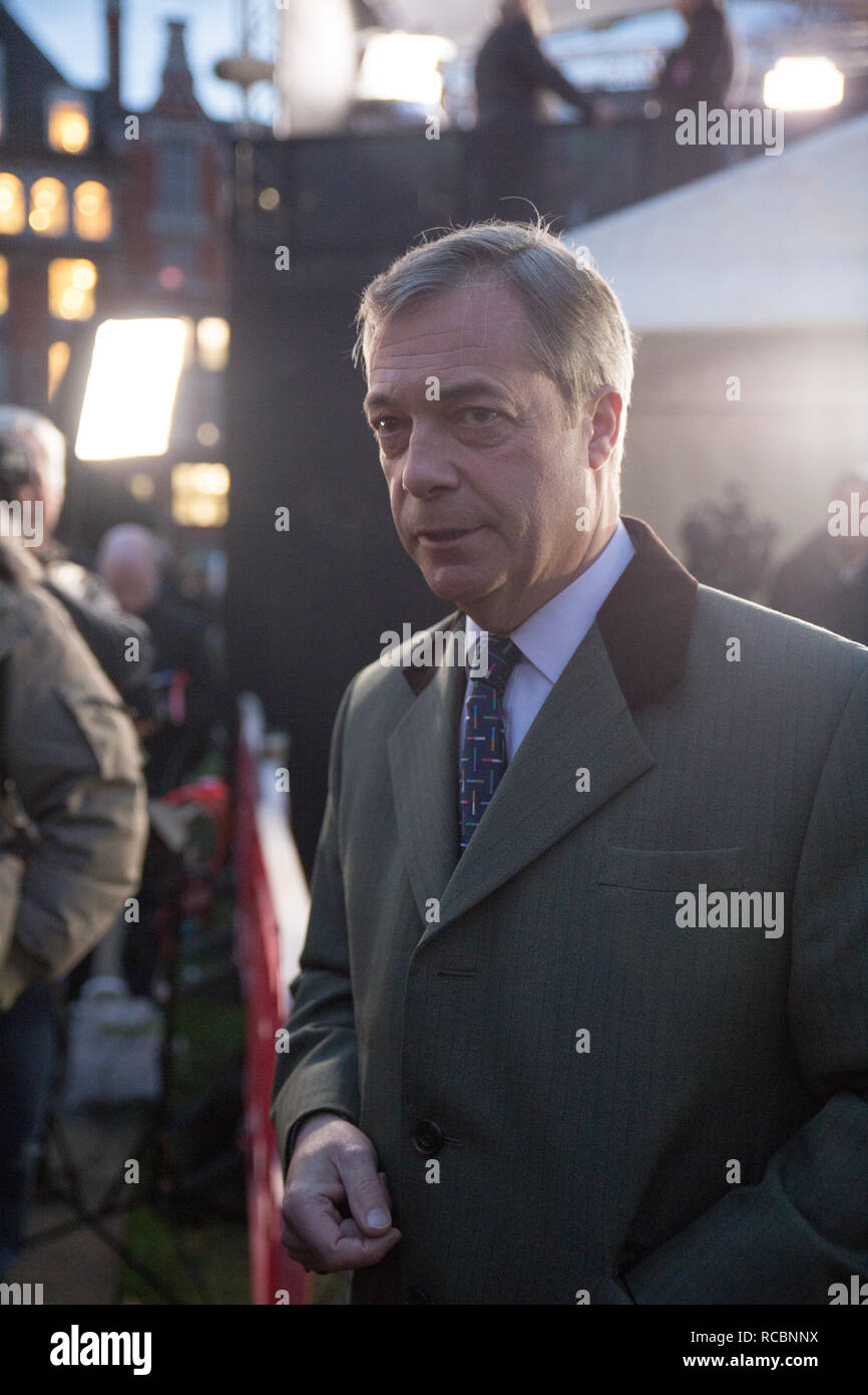 London, UK. 15th January, 2019. Nigel Farage talks to the media on College Green Credit: George Cracknell Wright/Alamy Live News - Stock Image