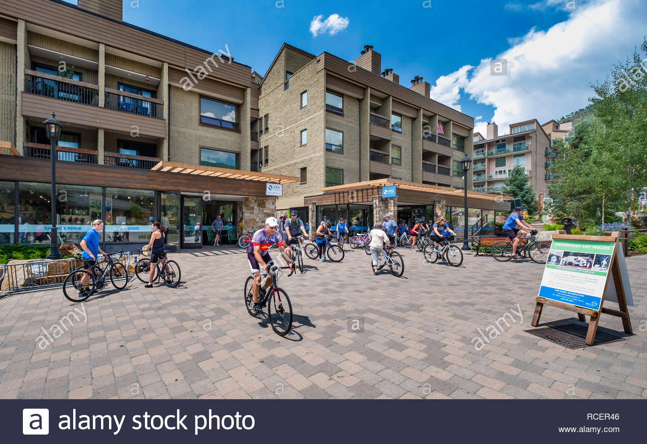 People on bicycles outside Vail Sports, Lionshead, Vail, Eagle County, Colorado, USA - Stock Image