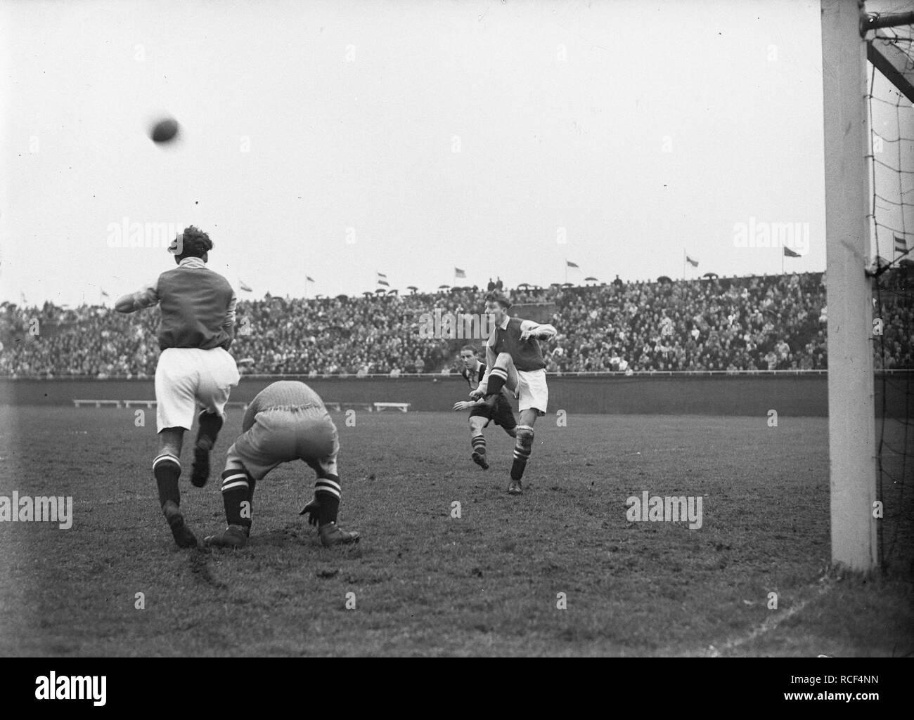 Ajax tegen het Gooi 4-2, Bestanddeelnr 902-5177. Stock Photo