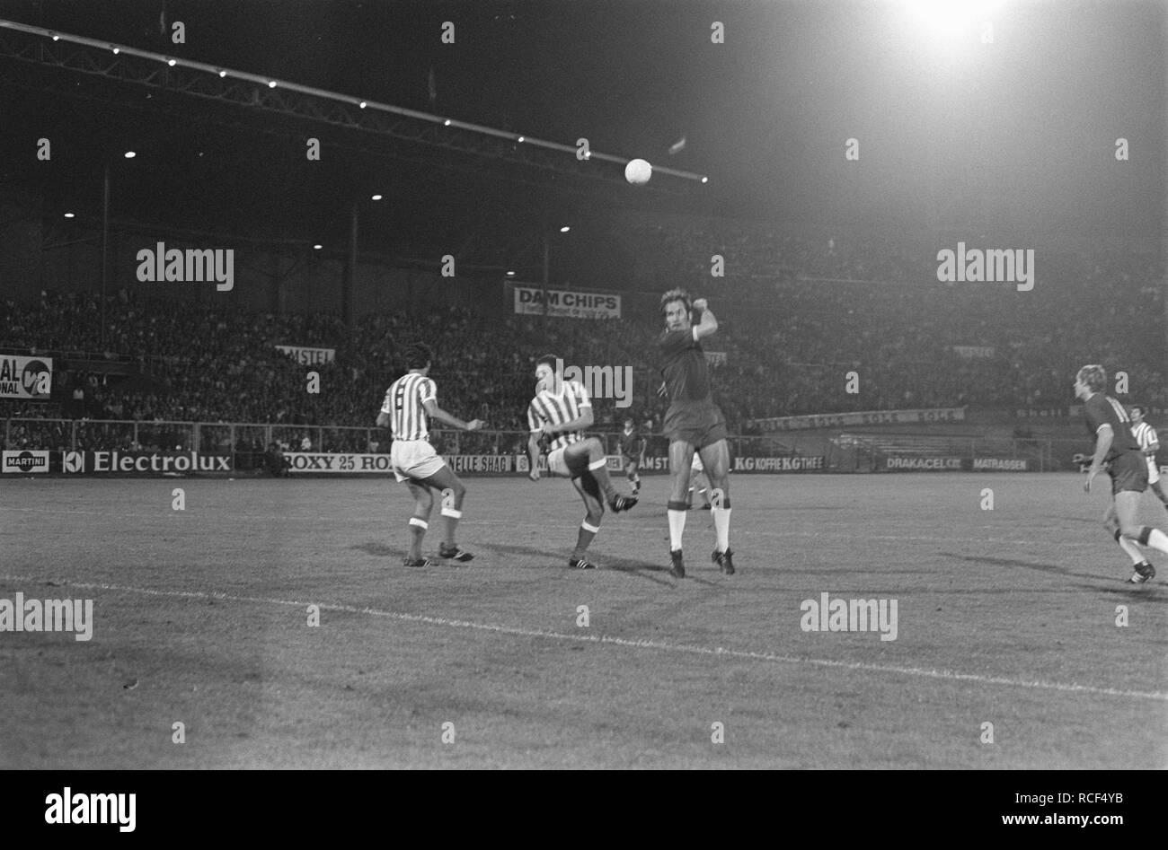 Ajax tegen Menduri Tirana 2-0, Europa Cup I, Bestanddeelnr 923-8898. - Stock Image