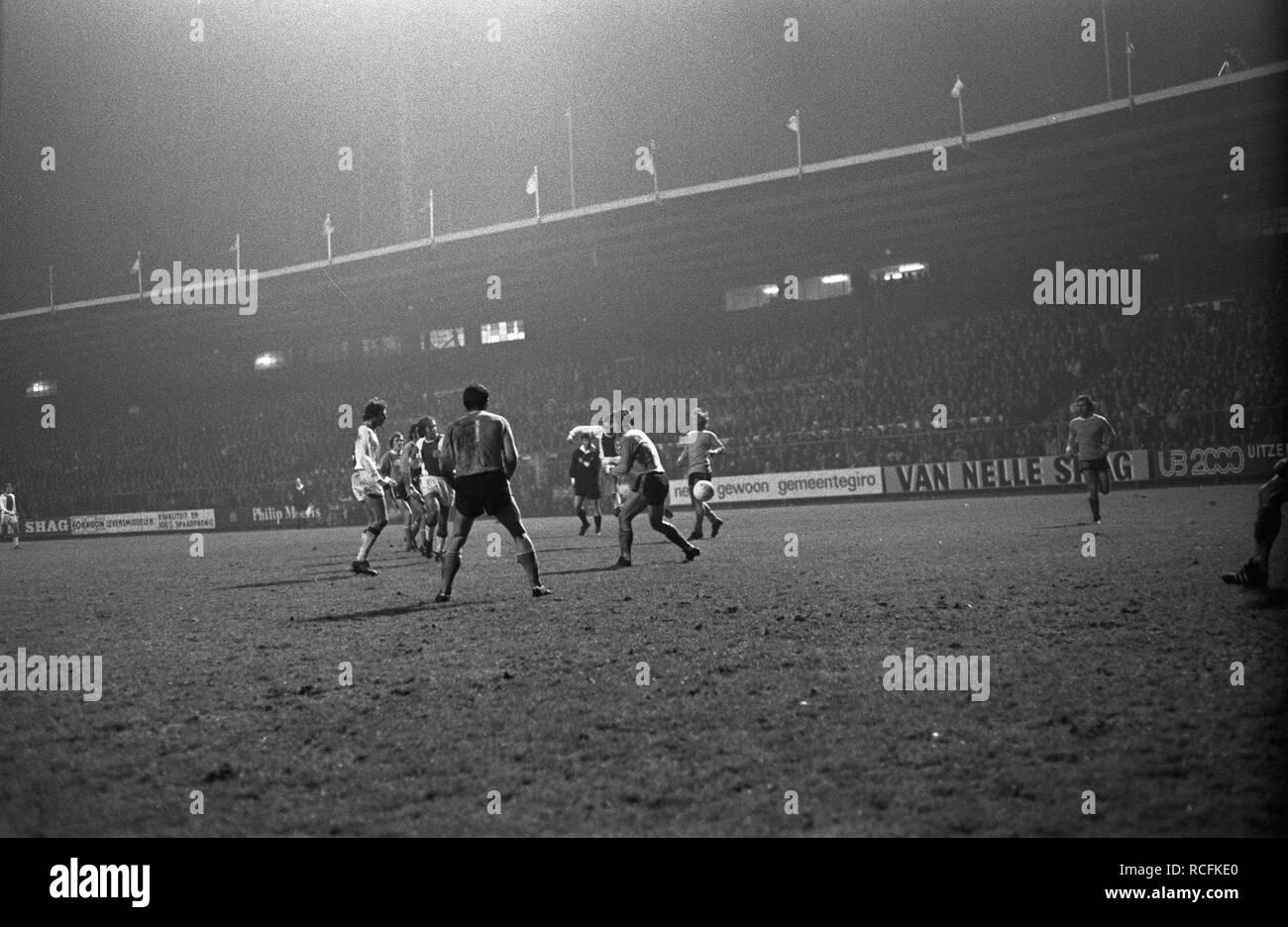 Ajax tegen Twente 1-0, spelmomenten, Bestanddeelnr 925-2469. - Stock Image