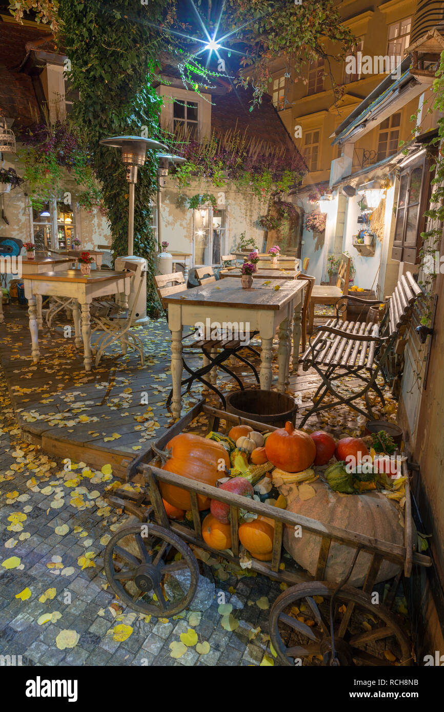 PRAGUE, CZECH REPUBLIC - OCTOBER 17, 2018: The autumn nicht atmosphere on the yard of restaurant in Little quarter. - Stock Image