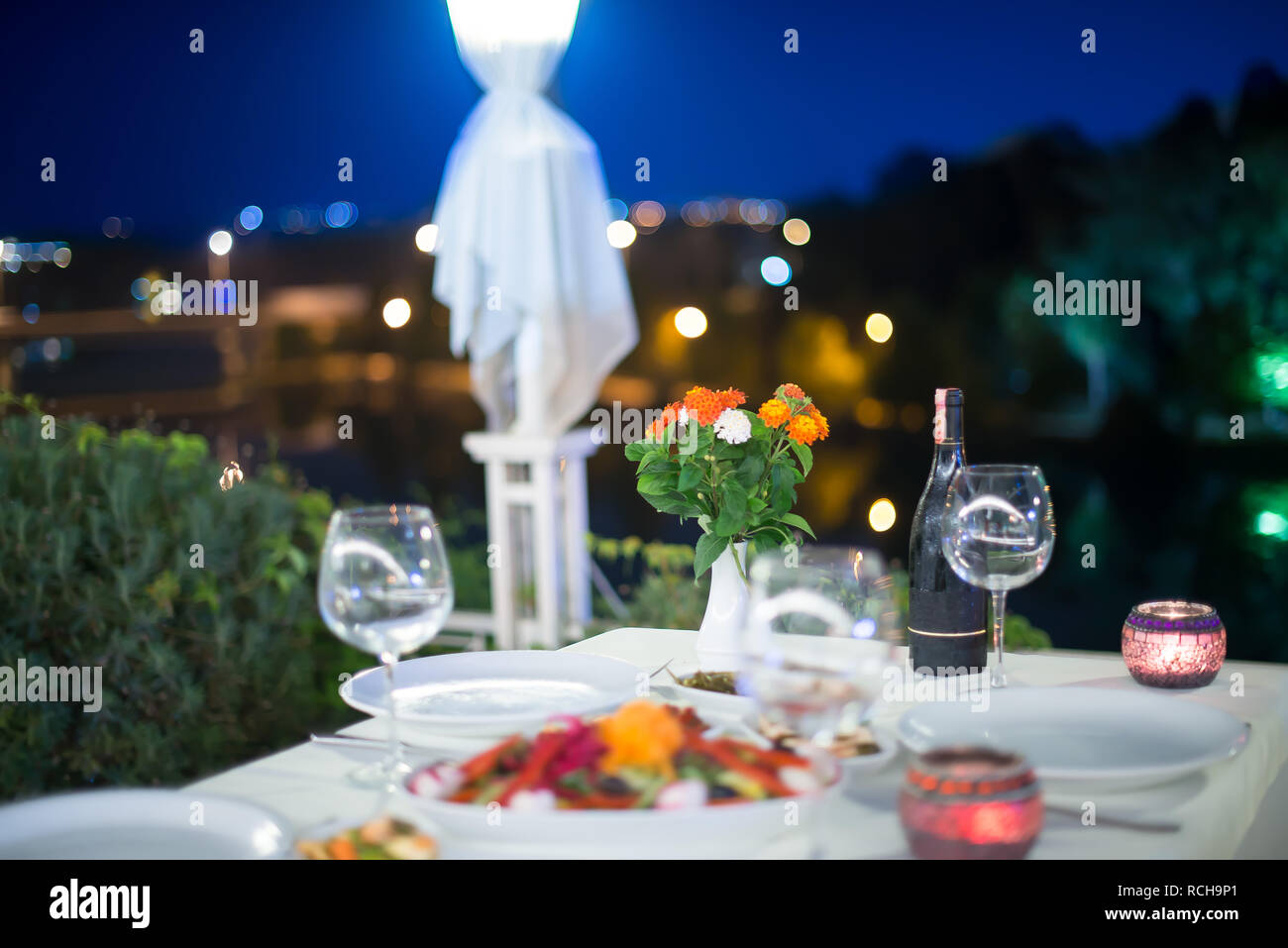 Open Air Restaurant Table At Night Romantic Dinner Ambiance Dinner Outdoor At Nature This Is Elegant Dinner Table Stock Photo Alamy