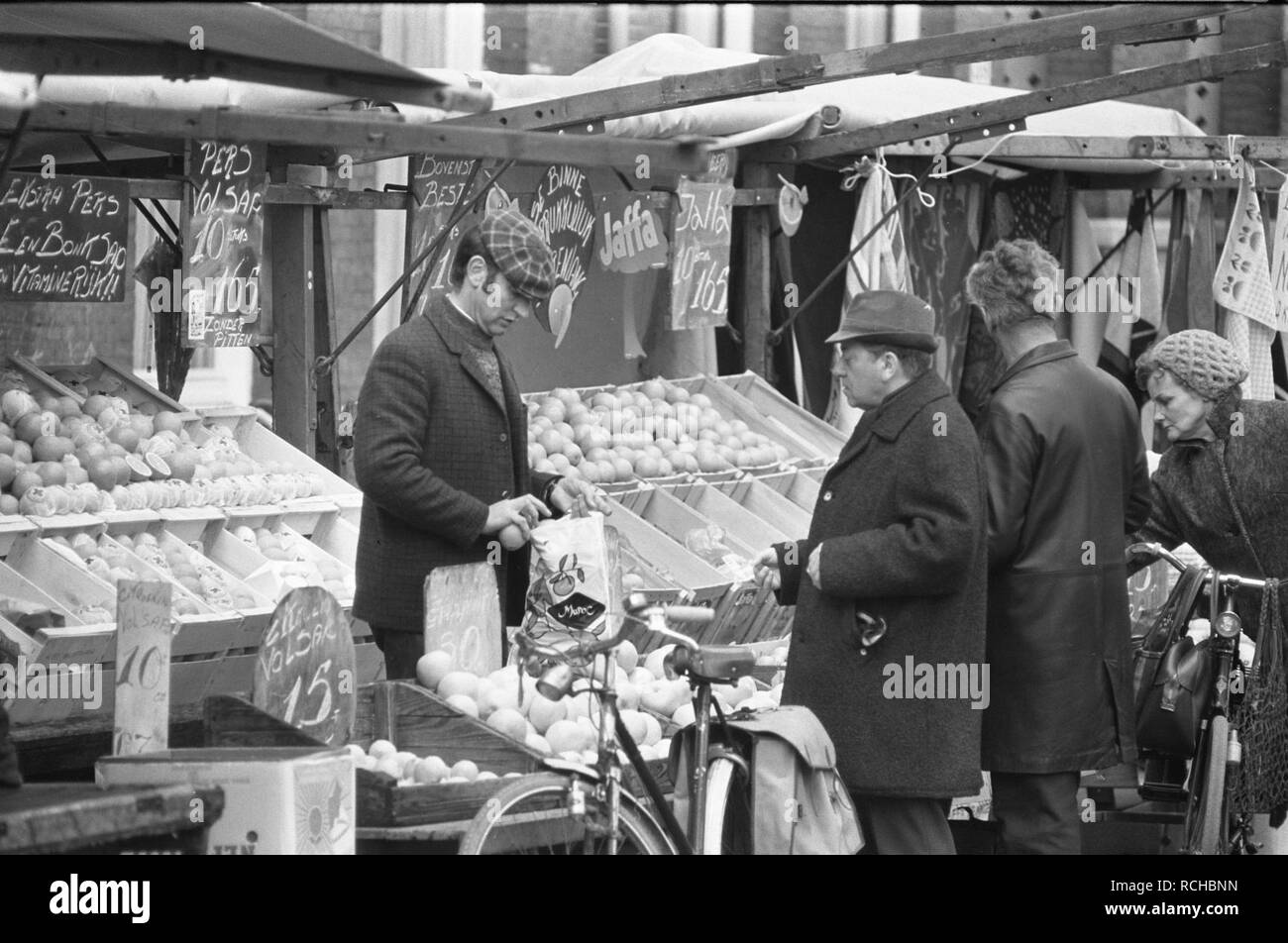 Albert Cuypmarkt verplaatst naar Sarphatipark ivm werkzaamheden markt, Bestanddeelnr 925-5072. Stock Photo