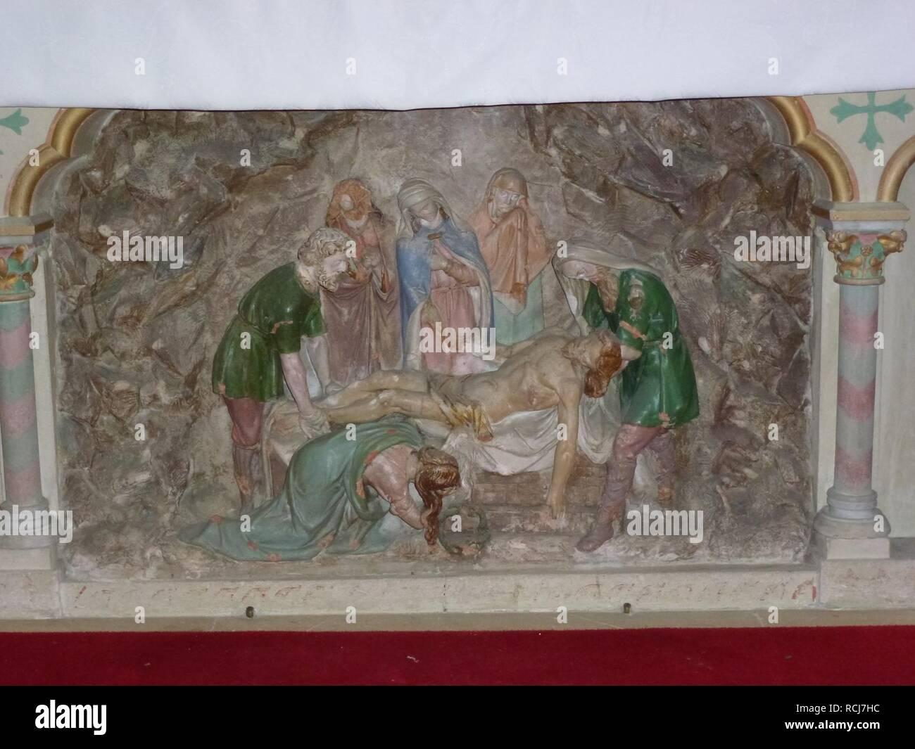 Alembon (Pas-de-Calais) église, relief Mise au Tombeau. Stock Photo