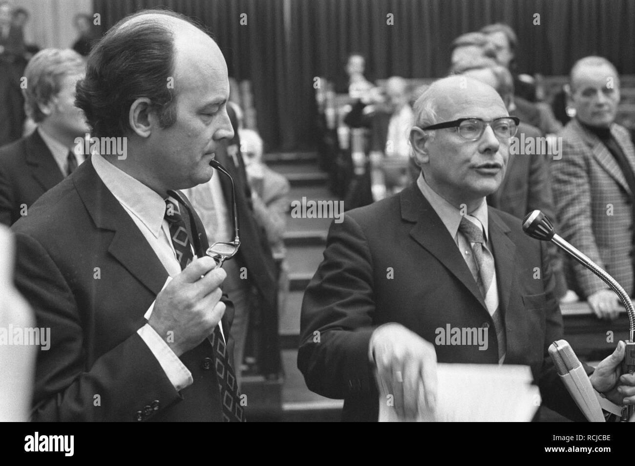 Algemene beschouwingen Tweede Kamer , Aantjes en Den Uyl, Bestanddeelnr 925-9462. Stock Photo