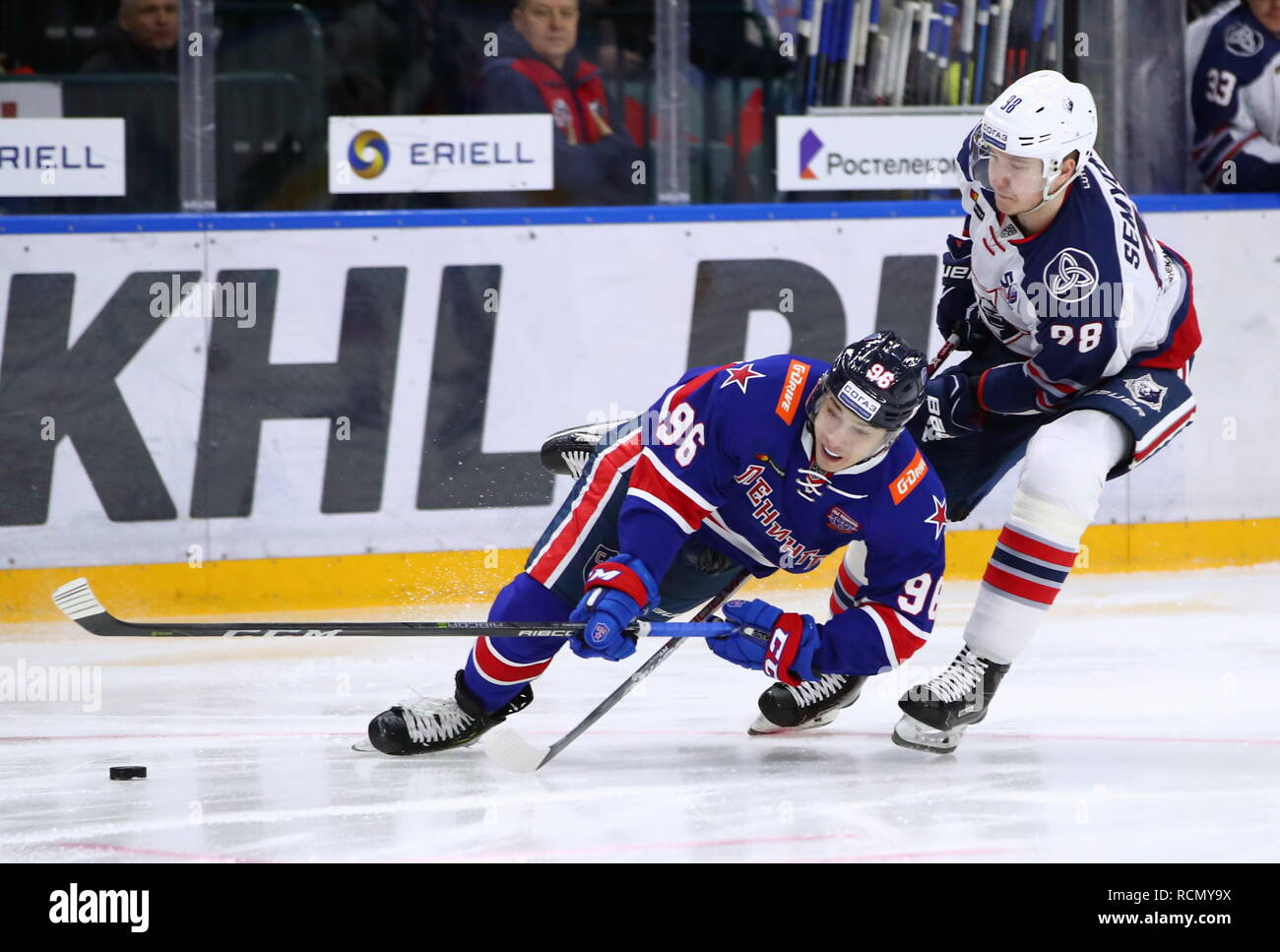 St Petersburg, Russia. 15th Jan, 2019. ST PETERSBURG, RUSSIA - JANUARY 15, 2019: SKA St Petersburg's Andrei Kuzmenko (L) and Neftekhimik Nizhnekamsk's Gleb Semyonov in a 2018/2019 KHL Regular Season ice hockey match between SKA St Petersburg and Neftekhimik Nizhnekamsk at Ledovy Dvorets (Ice Palace) Arena. Peter Kovalev/TASS Credit: ITAR-TASS News Agency/Alamy Live News - Stock Image