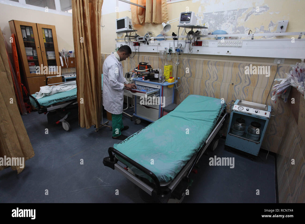 January 16, 2019 - Beit Hanoun, Gaza Strip, Palestinian Territory - A Palestinian nurse works at Beit Hanoun hospital, during the continuing crisis of power outages, in Beit Hanoun in the northern Gaza Strip on January 16 2019. Ashraf al-Qadra, Spokesperson of the Palestinian Ministry of Health in the Gaza Strip, warned that some health facilities and services would stop in the Gaza Strip due to the acute fuel crisis and the inability of the Ministry of Health to supply the fuel that is needed by hospitals and health centers in the Gaza Strip (Credit Image: © Mahmoud Ajjour/APA Images via ZUM - Stock Image