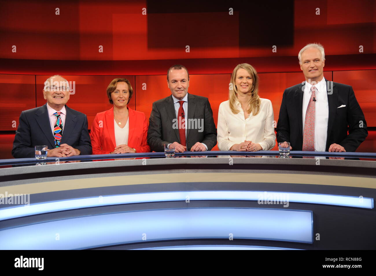 14 January 2019, Köln: The guests of the ARD talk show 'Hart aber Fair' on 14.01.2019 in Cologne with the topic Brexit episodes ' The Brexit showdown: beginning of the end of Europe? ' Anthony Glees, l-r, Beatrix von Srorch, Manfred Weber, Julie Kurz and Carl Martin Welcker. Photo: Horst Galuschka Photo: Horst Galuschka/dpa - Stock Image