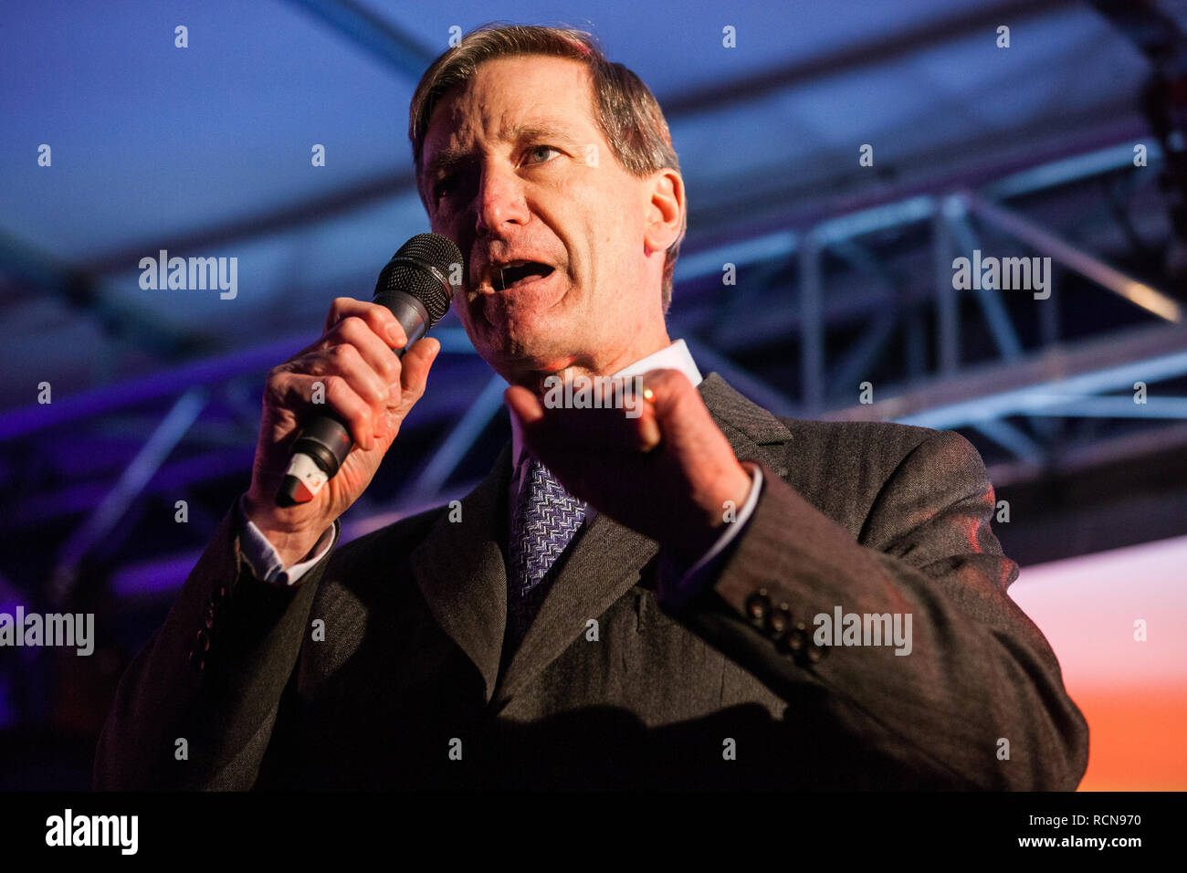 London, UK. 15th January, 2019. Dominic Grieve, Conservative MP for Beaconsfield, addresses pro-EU activists attending a People's Vote rally in Parliament Square as MPs vote in the House of Commons on Prime Minister Theresa May's proposed final Brexit withdrawal agreement. Credit: Mark Kerrison/Alamy Live News Stock Photo