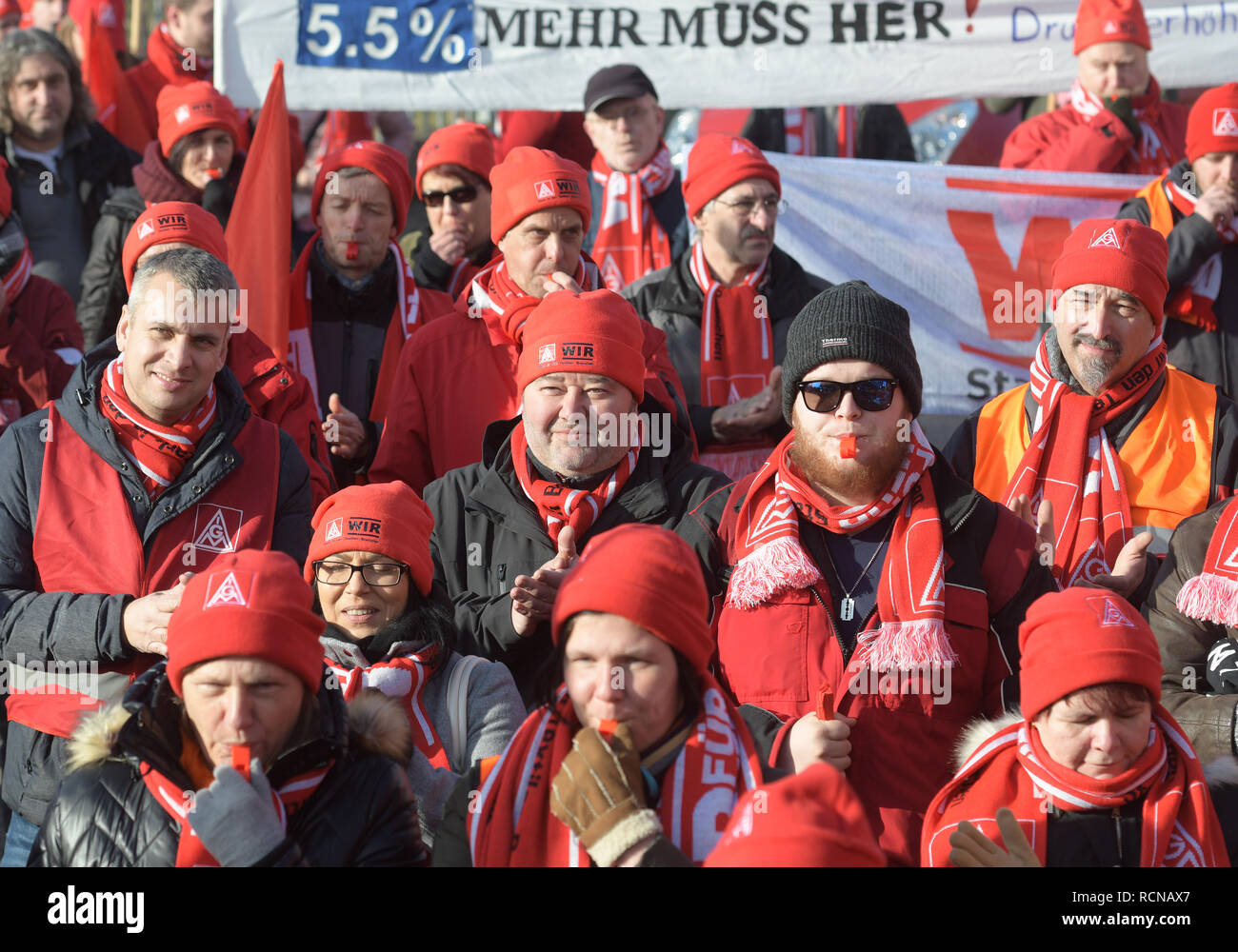 Neu Ulm, Germany. 16th Jan, 2019. Trade unionists demonstrating with whistles and banners in front of a conference hotel The second round of collective bargaining for the nearly 100,000 employees in the West German textile and clothing industry will take place there. Credit: Stefan Puchner/dpa/Alamy Live News - Stock Image