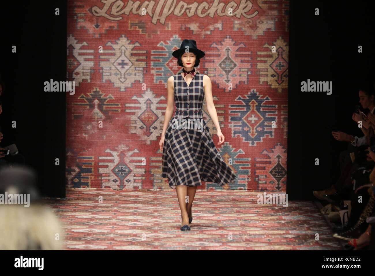 Autumn Winter Fashion 2019 High Resolution Stock Photography And Images Alamy