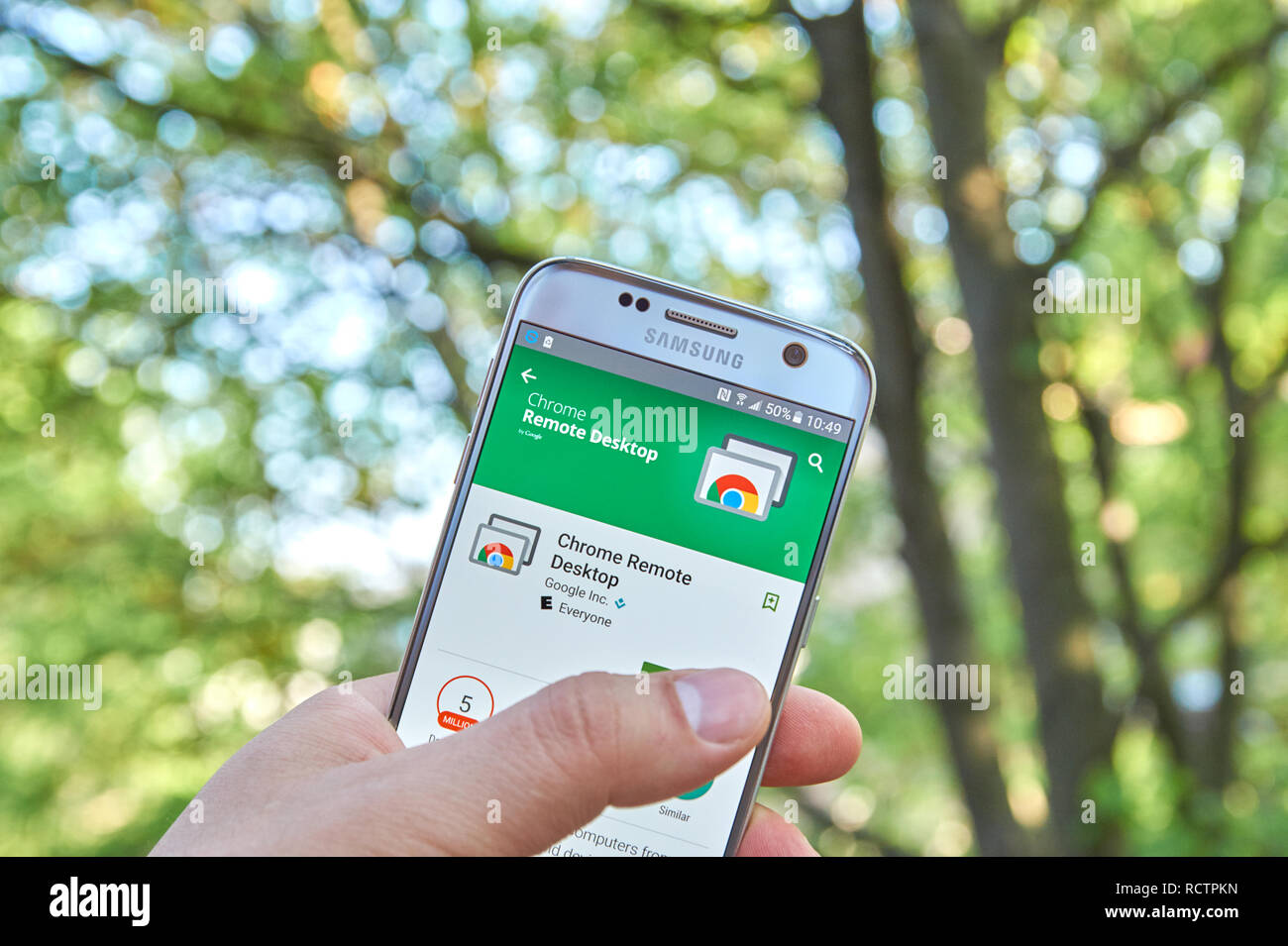 MONTREAL, CANADA - MAY 23, 2016 : Google Chrome Remote