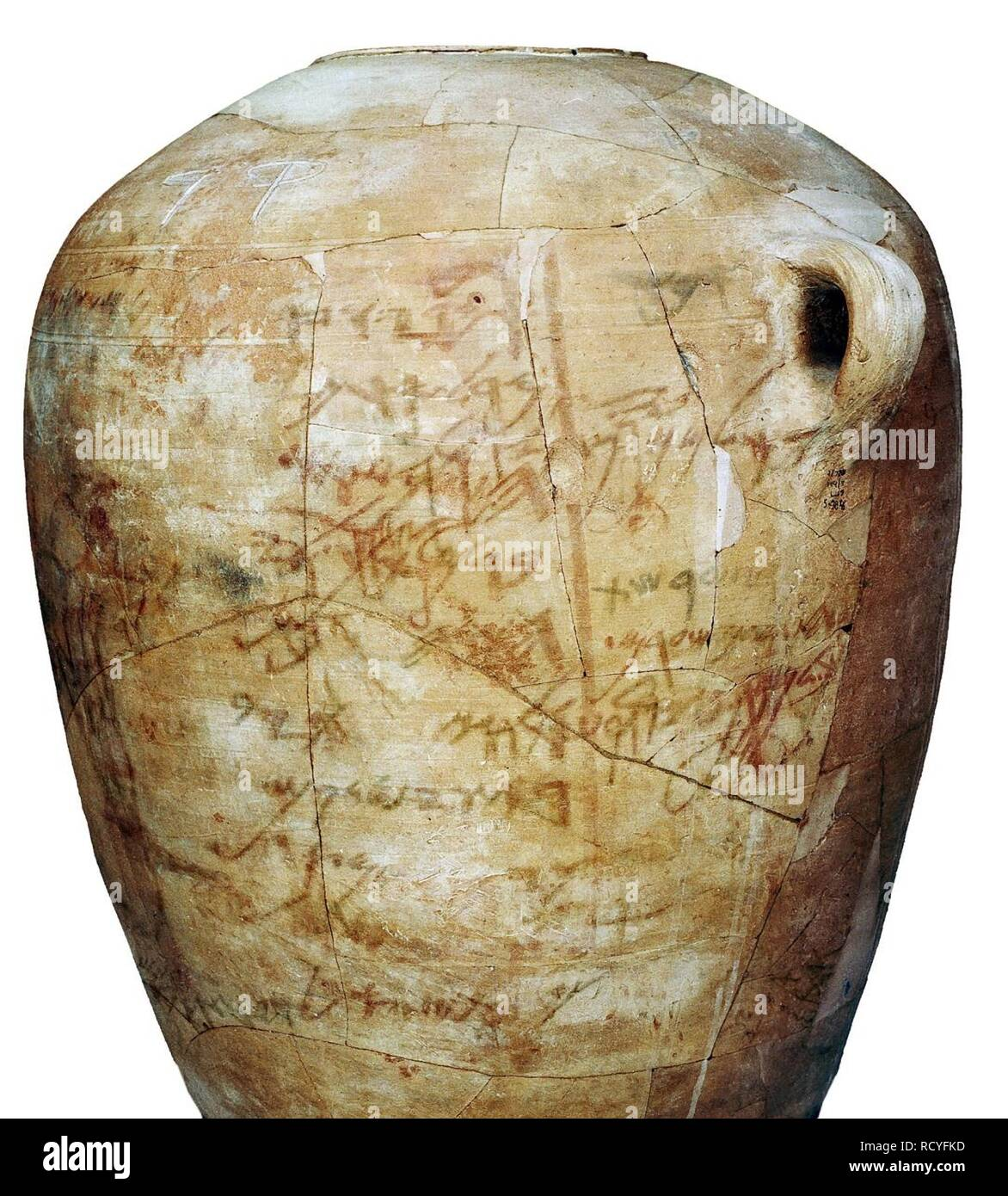 6424. Kuntilet Ajrud, a large ceramic jar inscribed with the Hebrew Alphabet, Northern Sinai, c. 800 BC. - Stock Image