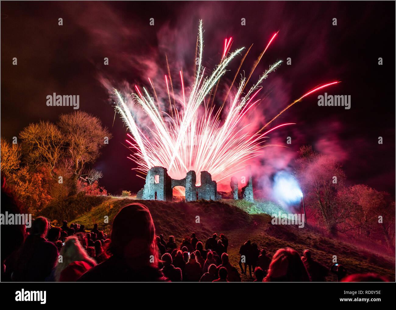 Fireworks display in Newcastle Emlyn, Carmarthenshire, Ceredigion, Wales.  Celebrating bonfire night in the UK - Stock Image